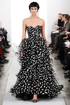 Oscar de la Renta Fall 2014 Ready-to-Wear Collection Slideshow on Style.com