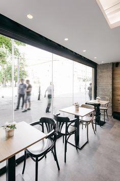 De  Arhitektura Budjevac , es el diseño de esta franquicia de Stock Coffee, una estupenda recreación moderna de un nuevo local con unas i...
