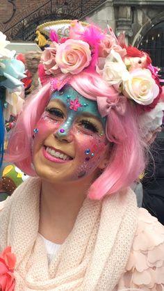 Eingereicht von Eline Zwart, - Famous Last Words White Halloween Costumes, Theme Halloween, Cute Costumes, Adult Costumes, Clown Makeup, Costume Makeup, Grime Tattoo, Headband Hairstyles, Wedding Hairstyles