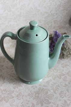 Coffee Pot Woods Ware in Beryl Green Utility Ware Shades Of Yellow, Coffee Cafe, 1940s, Tea Pots, Woods, Pottery, Colours, Tableware, Green