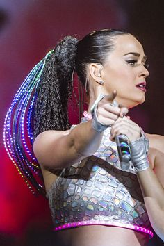 Katy Perry performs live onstage during her Prismatic World Tour at the Arena in Prague, Czech Republic on February 2015 Winx Club, Melanie Martinez, Disfraz Katy Perry, Katy Perry Firework, Katy Perry Wallpaper, Prismatic World Tour, Faux Dreads, Katy Perry Photos, Scorpio Girl