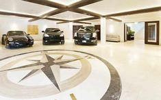 Ampla garagem comporta cinco carros - Clique na imagem para ver a matéria!