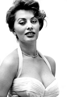 Sophia Loren was Italian, beautiful, voluptuous -- her sexuality was obvious but also understated.just under the surface. She was a beauty. Hollywood Icons, Golden Age Of Hollywood, Hollywood Actresses, Classic Hollywood, Old Hollywood, Actors & Actresses, Popular Actresses, Classic Actresses, Brigitte Bardot