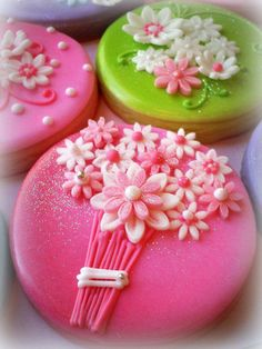 Some of my new favourites!  Flower bunches cookies . . . with near perfect cutout flowers!