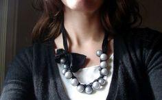 Original collar de cuentas y pantimedia (Original necklace beads and pantyhose)