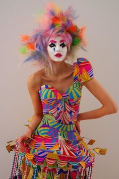 tears of a clown Circus Fashion, Fashion Art, High Fashion, Fashion Design, Carnaval Costume, Costume Clown, Mode Bizarre, Mode Baroque, Female Clown