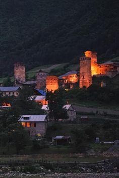 Местия. Сванетия. Грузия. Сванские башни ночью. #фото #грузия #путешествия #vladimirzhoga
