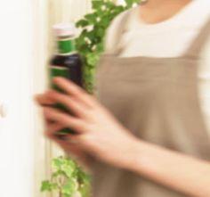 BINIWALE SHOP Online ■スパイスと健康について  もともとスパイスは薬草として日本に伝わりましたから、薬効があるのは当たり前なのです。  真夏にカレーを食べて元気になったという経験を持っている方も多いと思いますが、カレーに使われるスパイスには、漢方薬で胃腸薬として使われているものが沢山入っており、消化促進や新陳代謝を高めたり、健胃、強壮作用、血をきれいにするなどの効果のあるスパイスたちが、体調を整えるとともに、汗をかいて食べると食べ終わった時には食べ初めより体温は下がり爽快感がしたりします。