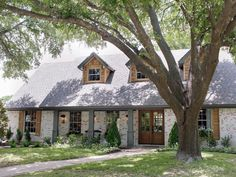 Fixer Upper Look DIY. You don't need to be a guest on the Fixer Upper show to get the Fixer Upper Look. Here are 14 ideas you can do yourself. Exterior Colors, Exterior Design, Modern Exterior, House Front, My House, Farm House, Future House, White Wash Brick Exterior, Fixer Upper House