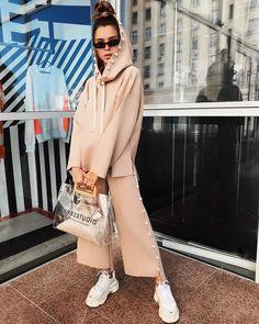 Раскошные женские костюмы 2019, от которых трудно отказаться - Икона стиля Fashion Line, Sport Fashion, Street Hijab Fashion, Fashion Outfits, Hijab Sport, Loungewear Outfits, Sport Chic, Comfortable Outfits, Sport Outfits