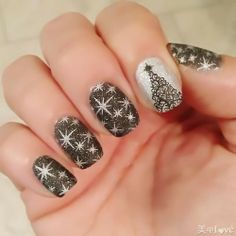 Nail Designs Holiday New Years // maybe a bit much all nails, but 1 or 2 with this would be really cute! Xmas Nails, New Year's Nails, Get Nails, Fancy Nails, Love Nails, Holiday Nail Designs, Holiday Nail Art, Christmas Nail Art, Nail Art Designs