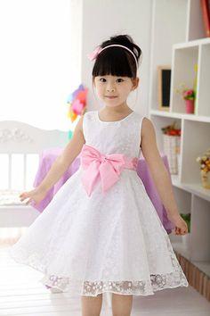 Vestido Branco Com Laço Rosa