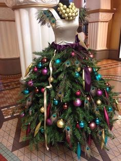 Forget the Ugly Christmas Sweater. I'm gonna rock a whole Ugly Christmas Ball Gown! 7 ways Florists use Mannequins for Fashion Forward Xmas Decor Mannequin Christmas Tree, Dress Form Christmas Tree, Noel Christmas, Christmas Wreaths, Christmas Ornaments, Christmas Fashion, Peacock Christmas Tree, Christmas Dresses, Holiday Tree