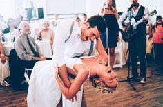 İşte böyle eğlensin yüzüm düğünümde. İşte böyle gülsün. Böyle huzurlu olsun. Böyle güvensin içim. İşte tam olarak bu. Kimseyi görmeden gülsün yüzüm.