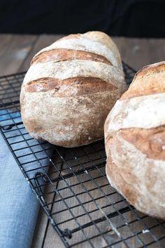 Surdeigsbrød trinn for trinn Our Daily Bread, Vegan Baking, Dessert Recipes, Desserts, Food Porn, Food And Drink, Treats, Dinner, Healthy