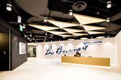 The Leo Burnett Office by SCA Design, Singapore - Retailand Office Design Corporate Interiors, Corporate Design, Office Interiors, Retail Design, Lobby Interior, Interior Work, Office Interior Design, Workspace Design, Office Workspace