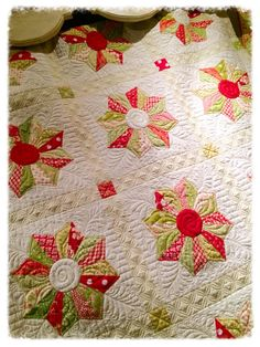 Dresden plate quilt with elaborate quilting at Holly Hill Quilt Shoppe