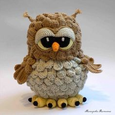 Crochet Stuffed Owls – these little mini owls are really cute and quick to make…. Crochet Stuffed Owls – these little mini owls are really cute and quick to make. Owl Crochet Patterns, Crochet Birds, Owl Patterns, Crochet Animals, Crochet Crafts, Crochet Yarn, Crochet Projects, Cute Crochet, Crochet Ideas