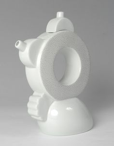 We've always been obsessed with Memphis, and now we're obsessed with Memphis teapots. After Memphis Design extended its reaches to furniture and architecture, the obvious next step was teapots! Ceramic Teapots, Ceramic Clay, Memphis Milano, Chia Pet, Pottery Pots, Cute Teapot, Memphis Design, Asian Design, Pink Clouds