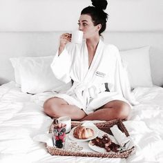 A good head start on the day means a tray filled with bacon and berries. Have a good morning! Kelsey Simone Outfits, Classy Aesthetic, Chill Pill, Relaxing Day, Breakfast In Bed, Foto E Video, Girly, Cozy, Photoshoot