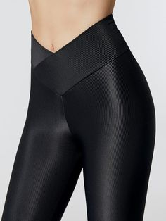 BEACH RIOT Olivia Legging Black LEGGINGS Constructed from their super soft ribbed fabrication, the Olivia Legging from Beach Riot features a high rise silhouette with their mermaid v-shaped waistband that highlights your curves. Lycra Leggings, Sports Leggings, Workout Leggings, Sporty Outfits, Curvy Outfits, Fashion Outfits, Fashion Trends, Gym Outfits, Fitness Outfits