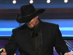 Sugarland presents the Single of the Year award to Trace Adkins. License Academy of Country Music Awards Clips Here. Academy Of Country Music, Country Music Awards, Youre Gonna Miss This, Musica Country, Trace Adkins, Celtic Thunder, Aidan Turner, Faith In Humanity, Country Boys