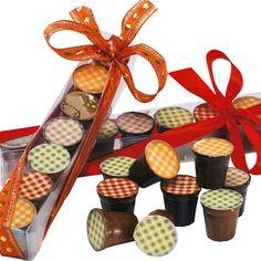 Pots de confiture en chocolat  Les pots de confiture de la chocolaterie Jacques Bockel feront le bonheur des petits et des grands gourmands qui appécieront le côté régressif de ces créations charmantes.