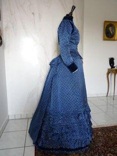 antique dress,