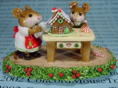 I KNEW YOU COULD DO IT...IT'S A BEAUTIFUL GINGERBREAD HOUSE....MOM !!!