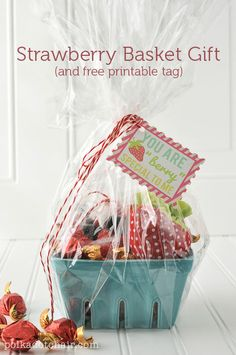 Basket Gifts Strawberry Gift Basket Ideas, cute neighbor gift ideas would be fun teacher gift ideas, a fun idea for a berry basket with free printable Diy Gifts For Mom, Diy Mothers Day Gifts, Valentines Day Gifts For Her, Easy Diy Gifts, Creative Gifts, Homemade Gifts, Cute Gifts, Simple Gifts, Teacher Gift Baskets