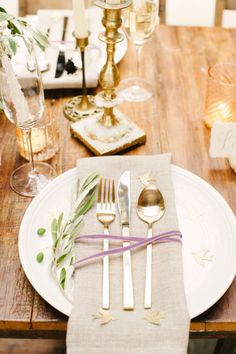 Organic and gilded place setting: http://www.stylemepretty.com/2014/01/03/organic-glamour-inspiration-shoot-wiup/ | Photography: Brklyn View - http://www.brklynview.com/