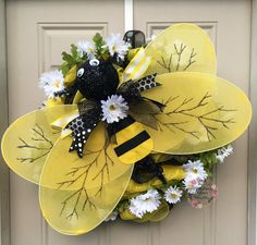 Bumble Bee on Daisies Deco Mesh Wreath,Whimsical Insect Wreath, Large Bee Wreath, Door Decor – Spring Wreath İdeas. Wreath Crafts, Diy Wreath, Tulle Wreath, Burlap Wreaths, Deco Mesh Wreaths, Door Wreaths, Yarn Wreaths, Floral Wreaths, Bee Crafts