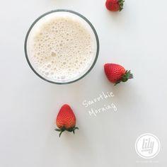Buenos días! feliz inicio de semana!. Smoothie : banana avena fresas leche de almendras linaza stevia hielo agua  #recetaslily #Lilibethr  Recuerden que me encuentran por Facebook Twitter y Snapchat como RecetasLily   Blog: www.LilibethR.com
