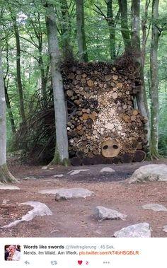Sélection de Land Art -- Looks like a Boar made from cut Trees / Tree Trunks Land Art, Sculpture Art, Sculptures, Art Environnemental, Art Et Nature, Amazing Art, Awesome, Environmental Art, Outdoor Art