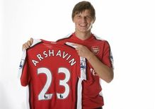 Arshavin Signs For Arsenal.