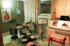 Home Decor, Drum Lessons, Piano Teaching, Music Lessons, Saxophone, Music School, Interior Design, Home Interior Design, Home Decoration