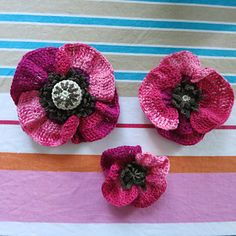 Three poppies (3 different sizes with different centres) - free crochet pattern by Sonea Delvon.