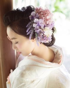 白無垢に似合う洋髪アレンジまとめ | marry[マリー] Japanese Geisha, Japanese Kimono, Silk Flowers, Fabric Flowers, Japanese Wedding, Headdress, Bridal Hair, Hair Beauty, Bride