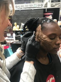 The Queen Bee Demo, as part of Ida Astero Welle's Mothermorphosis series. At IMAT's London 2019 for The Makeup Armoury. Queen Bees, London, Makeup, Make Up, Face Makeup, Diy Makeup, Maquiagem