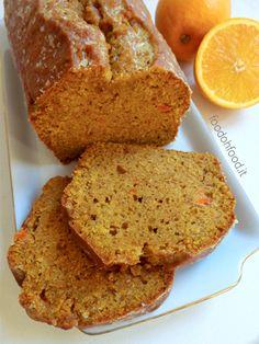 Plumcake alle carote e arance. Questo plumcake impiega il purè di carote che gli conferisce un bel colore e un delicato sapore e si sposa alla perfezione con la cannella e la noce moscata.