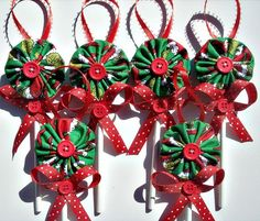 Fabric YoYo Lollipop Christmas Ornaments Set of 6 .Grinch Fabric YoYo Lollipop Christmas Ornaments Set of 6 . Quilted Christmas Ornaments, Fabric Ornaments, Christmas Sewing, Christmas Art, Christmas Projects, Handmade Christmas, Fabric Christmas Decorations, Christmas Fabric Crafts, Grinch