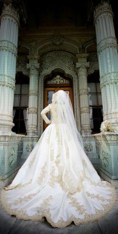 New Bridal Muslim Hijab Bride Wedding Gowns Ideas Hijabi Wedding, Muslim Wedding Dresses, Muslim Brides, Modest Wedding, Wedding Bride, Bridal Dresses, Wedding Gowns, Wedding Hair, Card Wedding