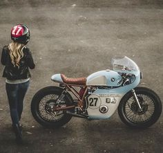 """dropmoto: """"So. Classic Honda cafe racer, built as a collaboration between x The color choices on this beauty are absolutely perfect. Thanks for sharing Anthony! Cb550 Cafe Racer, Cafe Racers, Honda Cb, Motos Honda, Honda Motorcycles, Estilo Cafe Racer, Cafe Racer Style, Cafe Racer Girl, Vespa"""