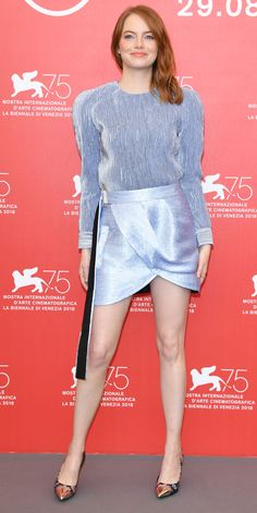 Emma Stone stepped out at the Venice Film Festival looking divine in a silvery Louis Vuitton look from the 2019 Resort Collection. Emma Stone Outfit, Emma Stone Blonde, Emma Stone Red Carpet, Emma Stone Style, My Fair Lady, Beautiful Celebrities, Celebrity Style, Celebrity Women, Classy Outfits