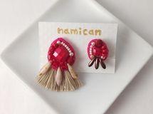 ビーズ刺繍イヤリング-赤い実-