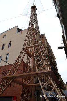 Una de las creaciones más llamativas entre los visitantes fue la réplica de la Torre Eiffel construida en tubos de plásticos PVC. Con la altura de un edificio de cinco plantas fue una de las principales atracciones.