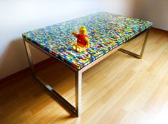 21 Insanely Cool DIY LEGO Furniture and Home Decor Creations: #2 The simple LEGO table