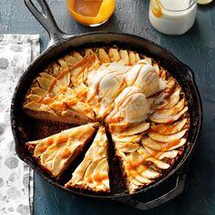 Caramel-Apple Skillet Buckle - Taste of Home Potluck Desserts, Thanksgiving Desserts, Best Dessert Recipes, Apple Recipes, Baking Recipes, Cake Recipes, Fall Desserts, Apple Desserts, Mini Desserts