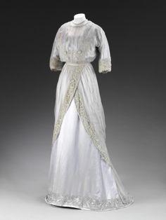 OMG that dress! 1909