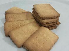 Biscotti secchi tipo Oro Saiwa Ingredienti: 500 g di farina 00 125 g di zucchero a velo 110 g di burro 130 g di latte 8 g di lievito per dolci Preparazione